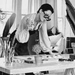 Elsa Peretti nel suo studio