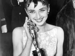 Audrey Hepburn ritira l'oscar