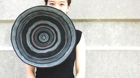 Yong Joo Kim - Spilla gigante in Velcro